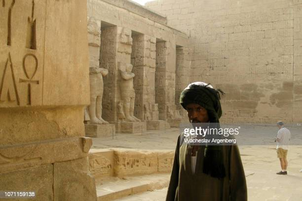 the temple of ramesses iii, peristyle court, new kingdom, egypt - tomb of ramses iii stock pictures, royalty-free photos & images
