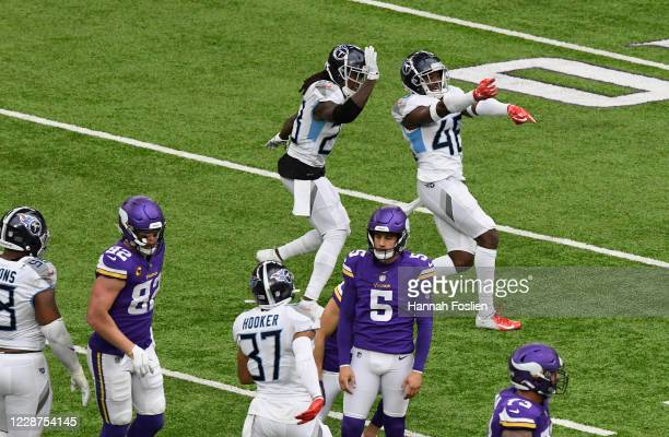 The Tennessee Titans celebrate a missed field goal by Dan Bailey of the Minnesota Vikings during the third quarter at U.S. Bank Stadium on September...