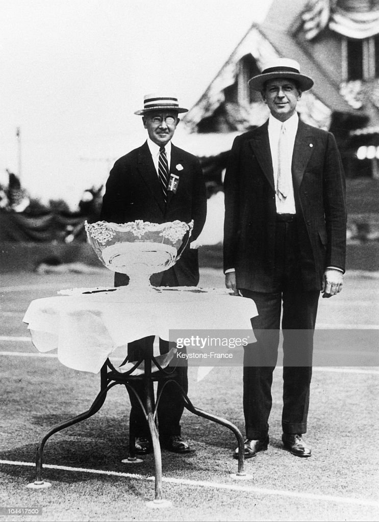 The Tennis Player Dwight Filley Davis (Right), Donor Of The International Tennis Trophy On The Court At Forest Hills Gardens In Manhattan With The Davis Cup Final The Day Of The Final, Around 1920 : News Photo