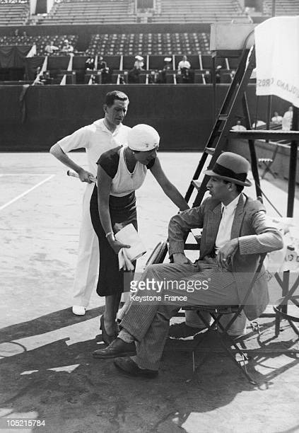 The Tennis Player Rene Lacoste Speaking With Suzanne Lenglen. Behind Them Stands Jacques Brugnon.