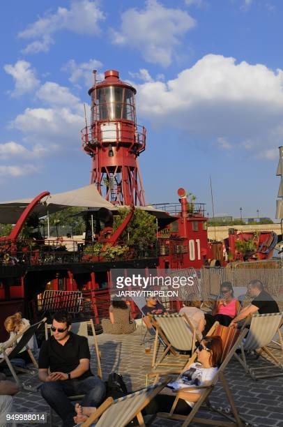 The terrace of the Batofar It is a music venue club located on the harbour of Port de la Gare and the Arthur Rimbaud path on the banks of the Seine...