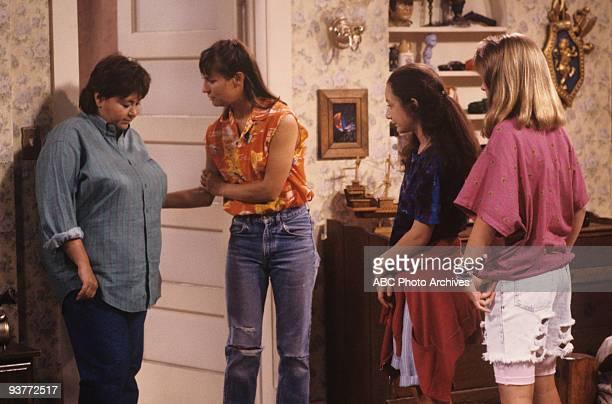 ROSEANNE The Test 9/18/90 Roseanne Barr Laurie Metcalf Sara Gilbert Alicia Goranson