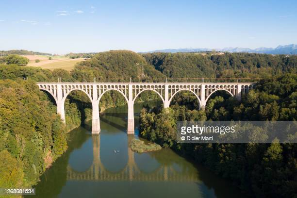 the the grandfey viaduct above the sarine river in canton fribourg in switzerland - フリブール州 ストックフォトと画像