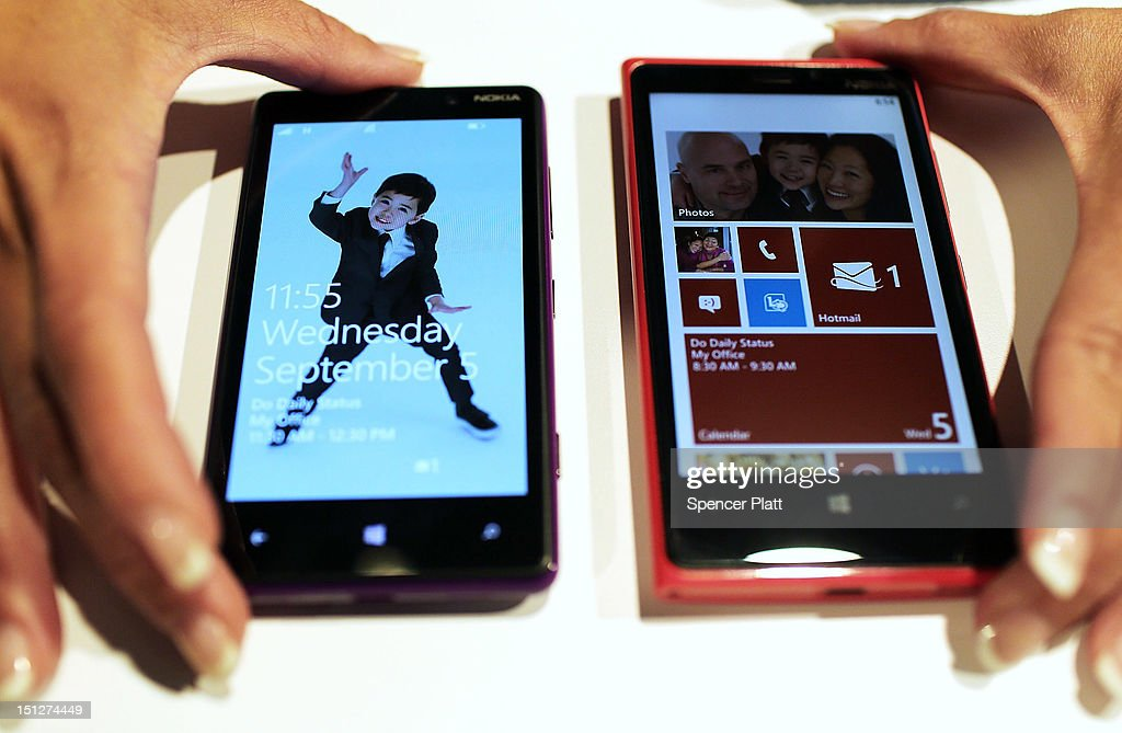The the new Nokia 820 and (L) Lumia 920 Windows smartphones are displayed during a joint event with Microsoft on September 5, 2012 in New York City. The new Nokia phones are the first smartphones built for Windows 8. Analysts see the new phones as Nokia's last chance to compete with fellow technology companies Apple and Samsung in the lucrative smartphone market.