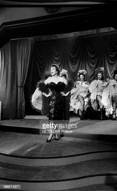 The Theater Play 'Les Paves Du Ciel' By Albert Husson With Jean Pierre Aumont And Micheline Presle. Paris- 1954- Dans un cabaret, l'actrice Micheline...