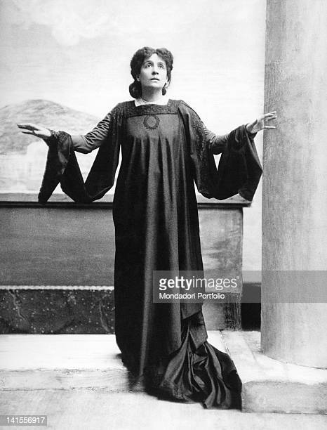 The theatre actress Eleonora Duse acting in the tragedy 'La citta morta' by Gabriele D'Annunzio Milan 1901