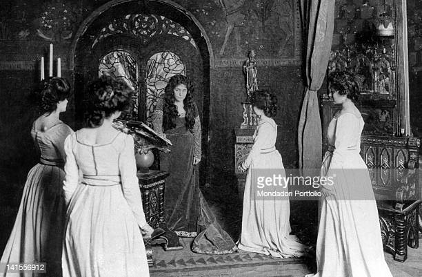 The theatre actress Eleonora Duse playing Francesca da Polenta in the tragedy 'Francesca da Rimini' Berlin 1902