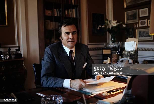 The Three French Princes Of Denmark Au Danemark en mars 1973 dans une pièce du château de Fredensbörg assis derrière son bureau vêtu d'un costume...