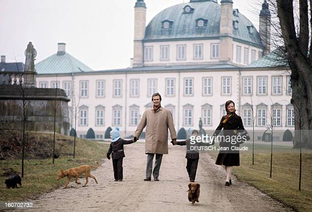 The Three French Princes Of Denmark Au Danemark en mars 1973 en compagnie de trois chiens le prince consort HENRIK DE DANEMARK alias Henri DE...