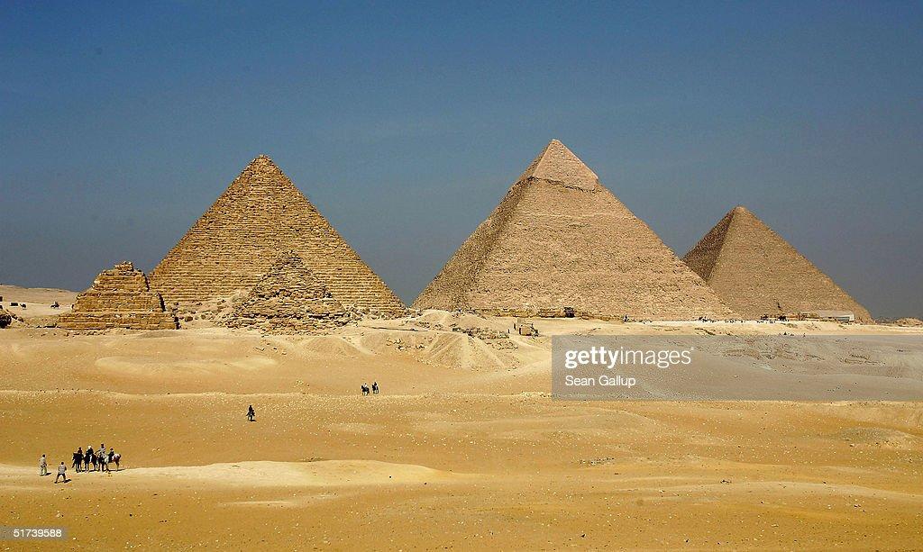 EGY: The Pyramids at Giza : ニュース写真