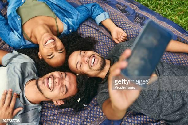 os três de nós sempre tem o melhor da diversão - três pessoas - fotografias e filmes do acervo