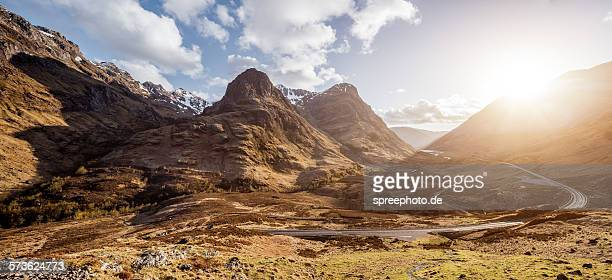 the three sisters with sunbeam, glen coe, scotland - grampian scotland stock pictures, royalty-free photos & images