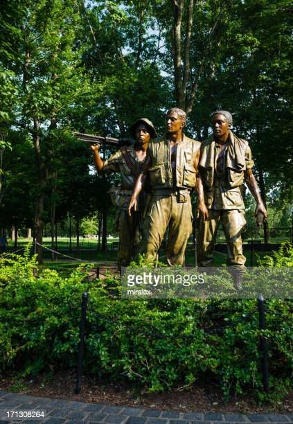 the three soldiers vietnam veterans memorial, washington, d.c. - vietnam veterans memorial stock photos and pictures