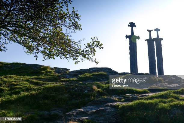 ノルウェー - 国定記念碑 - キング - フィヨルド - 三本の剣 - バイキング - hd - スタバンゲル ストックフォトと画像
