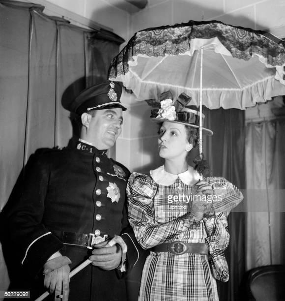 The Threepenny Opera piece of Bertolt Brecht Music of Kurt Weill Paris theatre de l'Etoile September 1937 Raymond Cordy and Renee Saint Cyr