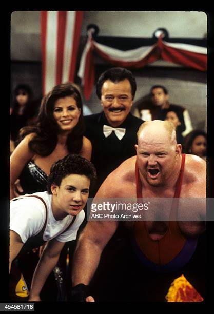 WORLD The Thrilla' in Phila Airdate May 5 1995 BEN SAVAGELEON ALLEN WHITE BACKGROUND YASMINE