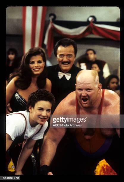 WORLD The Thrilla' in Phila Airdate May 5 1995 BEN SAVAGELEON ALLEN WHITE BACKGROUND YASMINE