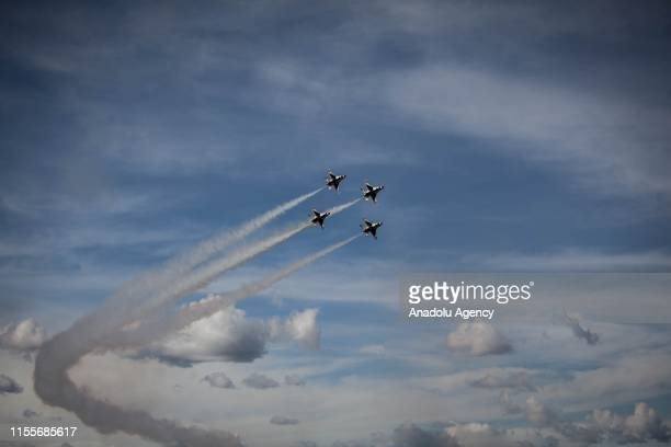 The Thunderbirds, an EEUU air force combat command unit made up of 8 pilots on board F-16 Fighting Falcon aircraft during a perform at International...
