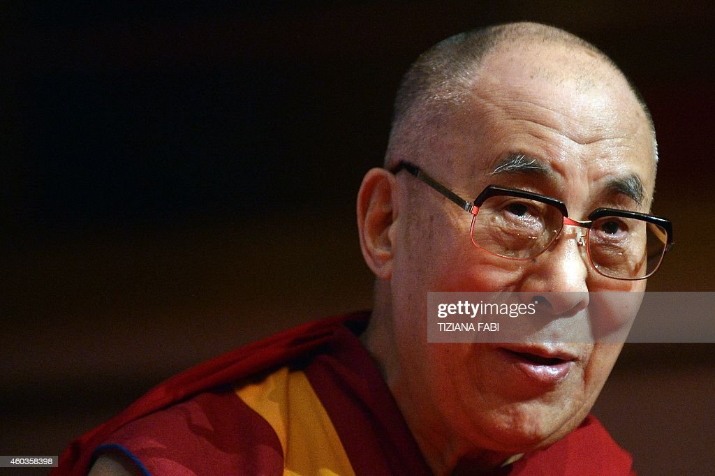 ITALY-NOBEL-SUMMIT-DALAI LAMA : News Photo