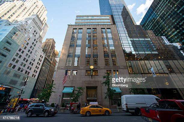 The Tiffany & Co. Flagship store stands along 5th Avenue in New York, U.S., on Friday, May 22, 2015. Tiffany is scheduled to report first-quarter...