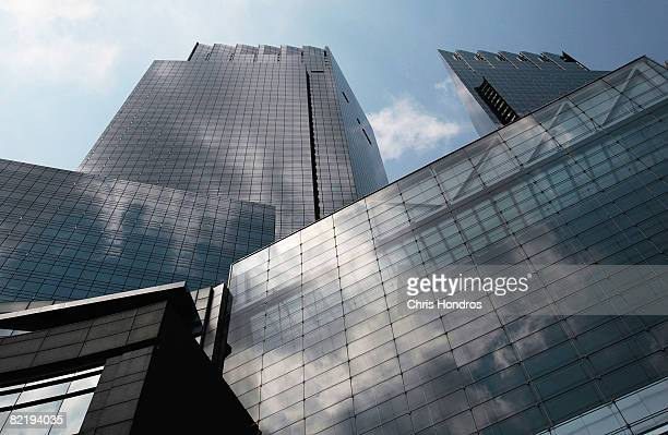 The Time Warner Center is seen August 6, 2008 in New York City. Time Warner announced a second quarter profit drop of 26 percent on lower earnings...
