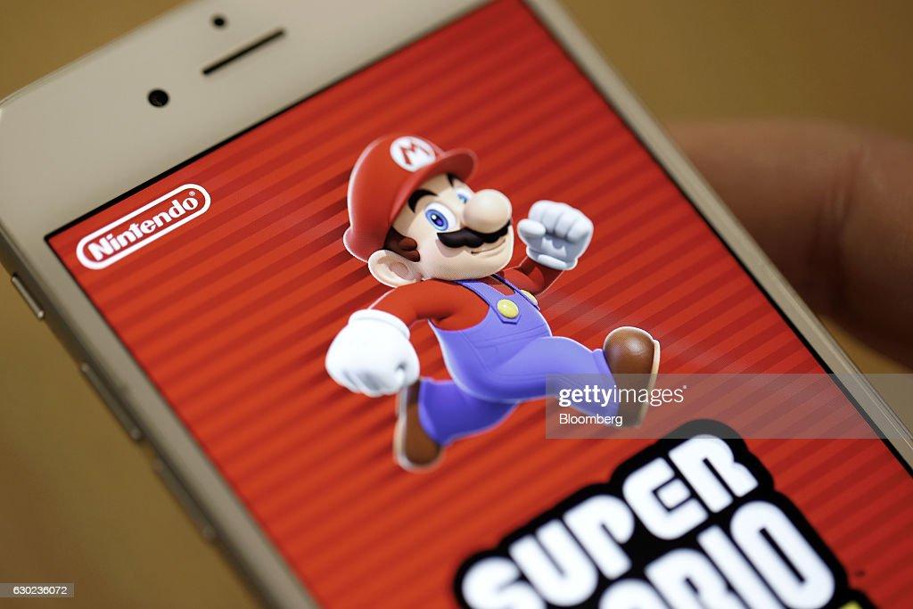 The title screen of Nintendo Co 's Super Mario Run mobile