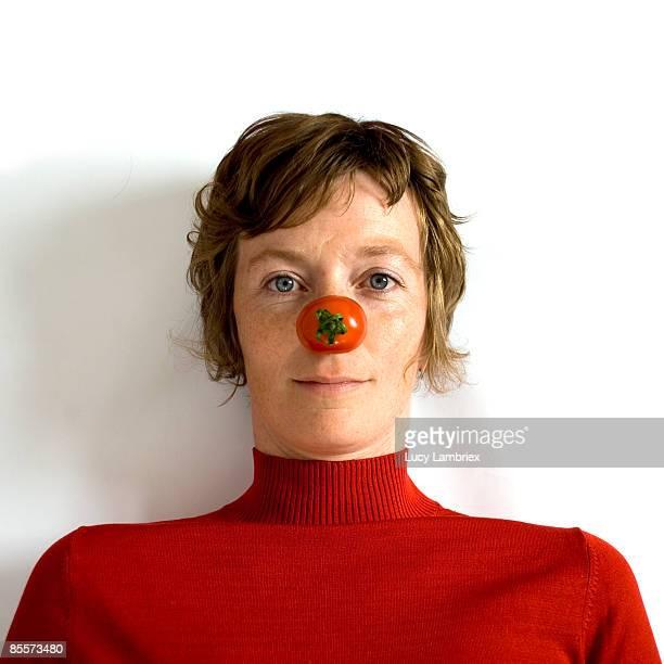 the tomato lady - nariz de payaso fotografías e imágenes de stock