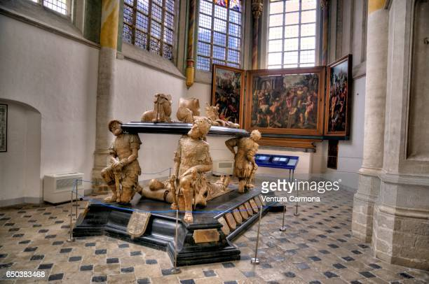 the tomb of engelbert ii of nassau and his wife cimburga baden - breda, the netherlands - breda stock pictures, royalty-free photos & images