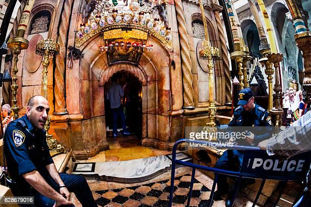the tomb of jesus christ - jesus entry into jerusalem stock pictures, royalty-free photos & images