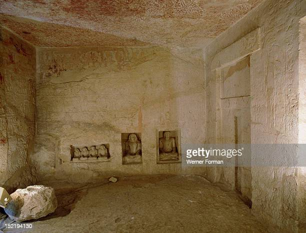 The tomb of Meresankh one of the queens of KhephrenAs much of the stone used to build the Giza pyramids came from the vicinity a number of artificial...