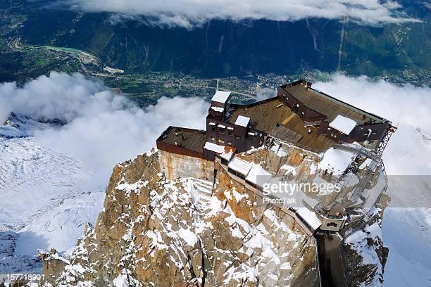 parte superiore di aiguille de midi mountain - monte bianco foto e immagini stock