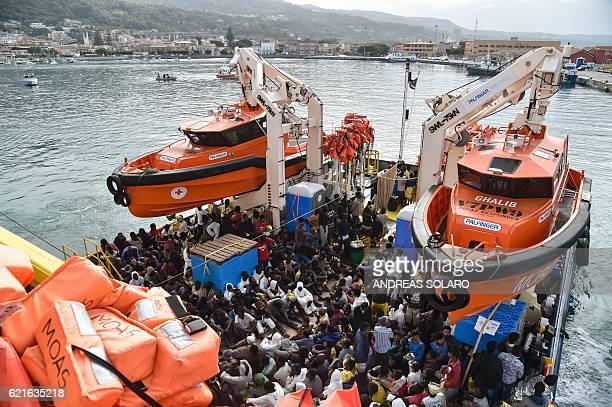 The Topaz Responder a rescue ship run by Maltese NGO MOAS arrives in the habour of Vibo Valentia southern Italy with 400 migrants and refugees from...