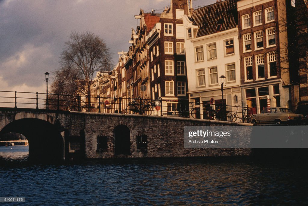 The Torensluis bridge over the Singel canal in Amsterdam, capital of the Netherlands, circa 1965. The old dungeon of the Jan Roodepoortstoren tower is still visible within the bridge's structure.