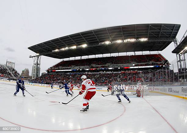 The Toronto Maple Leafs play the Detroit Red Wings during the 2017 Rogers NHL Centennial Classic alumni game at Exhibition Stadium on December 31...