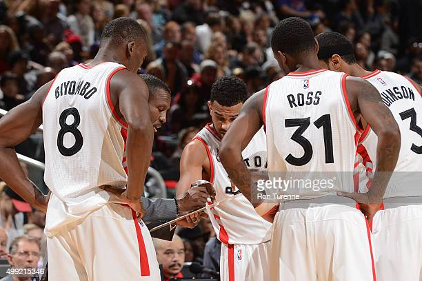 The Toronto Raptors huddle up to discuss their next play with Dwane Casey of the Toronto Raptors during the game against the Phoenix Suns on November...