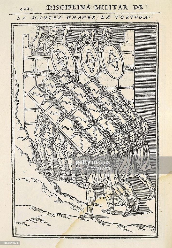 The tortoise formation, engraving from a treaty on Roman warfare, Discours sur la castrametation et discipline militaire des Romains, 1579, by Guillaume du Choul (1496-1560). : News Photo