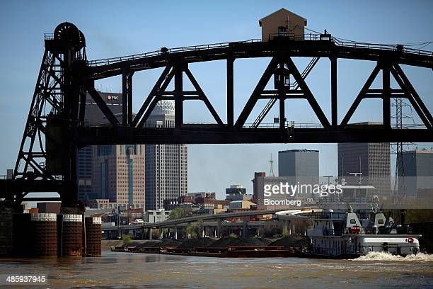 The towboat Janis R Brewer pushes coal barges upstream on the Ohio River in Louisville Kentucky US on Thursday April 17 2014 Commercial traffic on...