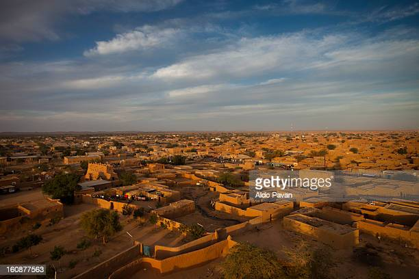 the town from the minaret of the grand mosque - ニジェール ストックフォトと画像