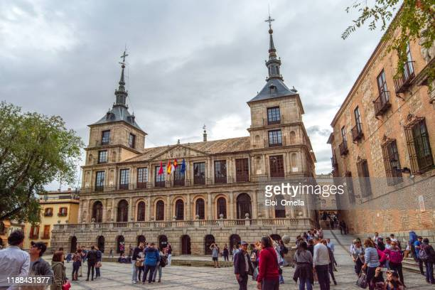 トレドの歴史的中心部にある市庁舎 - トレド ストックフォトと画像