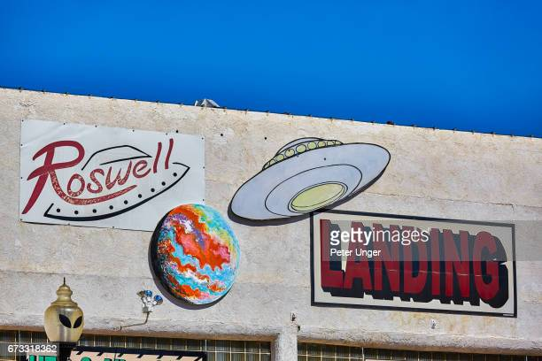 the town of roswell, famous for location of controversial ufo crash in 1947, new mexico, usa - roswell stock pictures, royalty-free photos & images