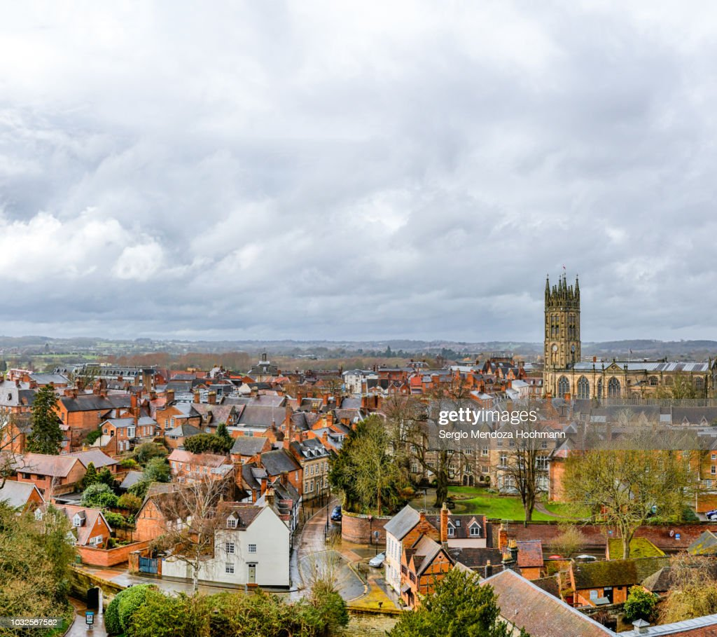 The town of Warwick with St. Mary's Church - right next to Warwick Castle - in Warwickshire, England : Stockfoto