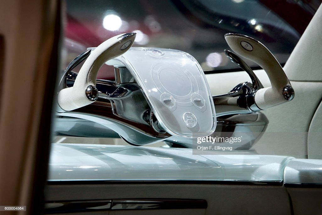 USA New York Auto Show Toyota FineT Concept Car Pictures - Car show display mirrors