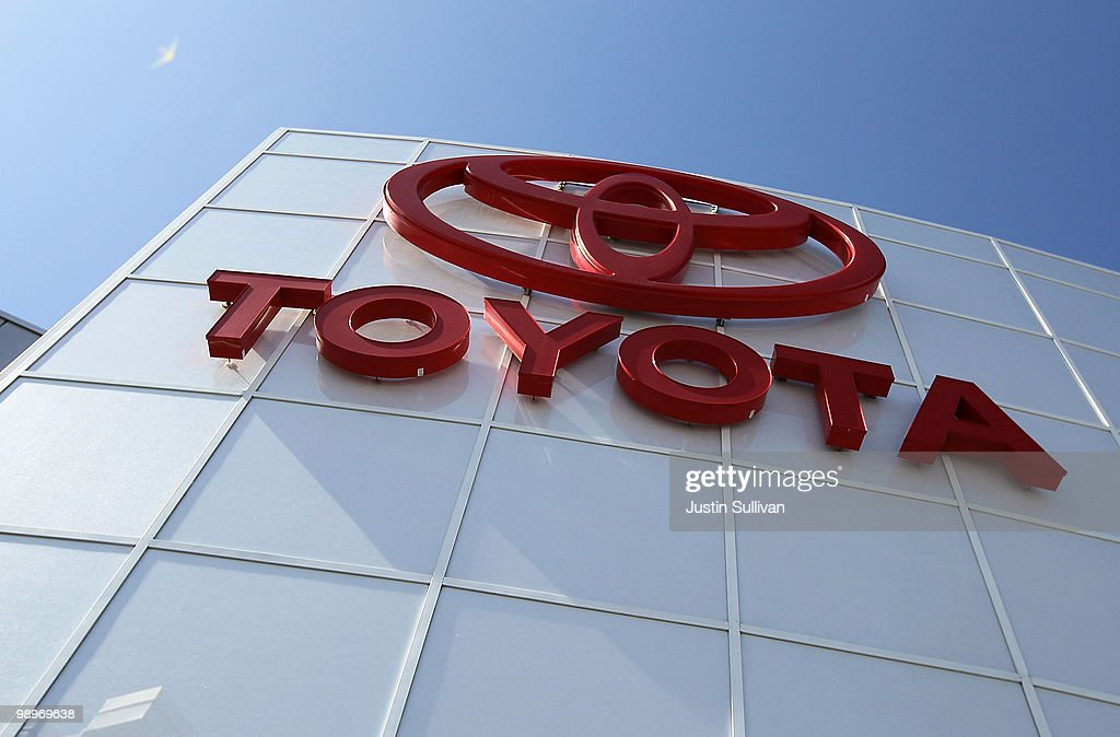 Toyota Reports 2.2 Billion In Profit For Fiscal Year : ニュース写真