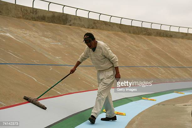 The track is brushed prior to Chris Hoy's failed attempt to break the World 1 Kilometre Altitude Record at the Alto Irpavi Velodrome May 12 2007 in...
