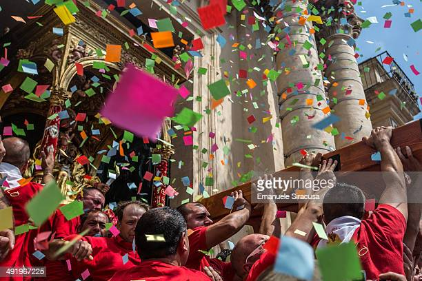 The traditional Sciuta of San Bartolomeo in Giarratana, in the province of Ragusa. Devotees carry the simulacrum of San bartolomeo on a palanquin on...