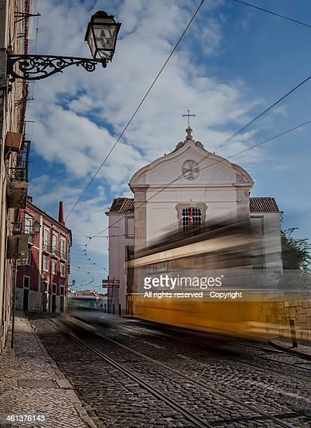 The tram runs (Lisboa)
