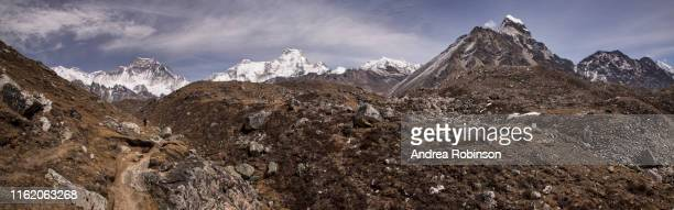 the trek to the forth and fifth lakes near gokyo with cho oyu in the background, everest base camp via gokyo trek, nepal - khumbu stock pictures, royalty-free photos & images