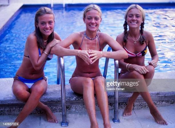 The 'Trilliza de Oro', stage name of the Argentine sisters Maria Laura, Maria Emilia and Maria Eugenia, who in the 70s accompanied Julio Iglesias in...