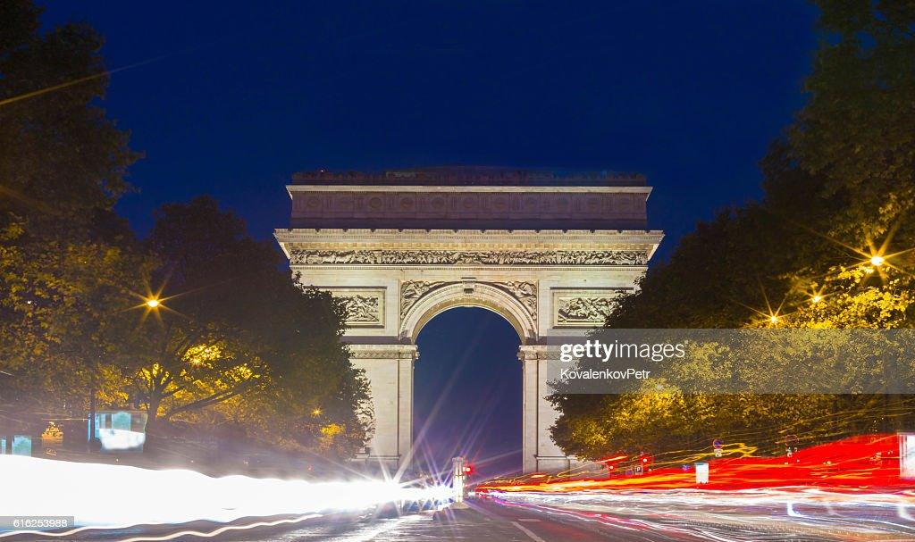 the Triumphal Arch at night, Paris, France. : Foto de stock