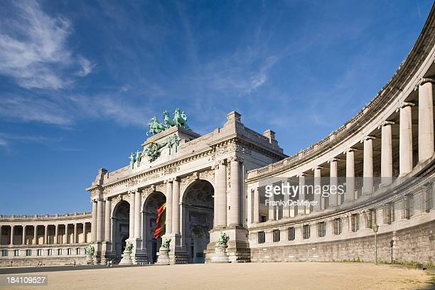 the triumphal arch in brussels, up close - brussels capital region stock pictures, royalty-free photos & images